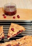 Torte mit Moosbeeren Stockfotos
