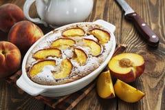 Torte mit Pfirsichen Lizenzfreies Stockfoto