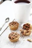 Torte mit Tee Lizenzfreie Stockfotos