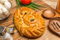 Torte mit Zwiebeln und Eiern Lizenzfreie Stockfotografie