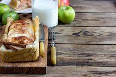 Torte rubiconde con le mele Immagine Stock Libera da Diritti