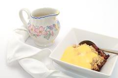 Torte-und Vanillepudding-Nachtisch Stockfoto