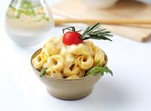 Tortellini и соус стоковые изображения