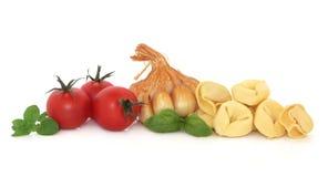 tortellini томатов трав чеснока Стоковые Изображения RF