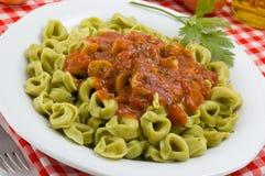 Tortellini avec de la sauce à Marinara Photos stock