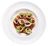 Tortellini com cogumelos, e molho da manjericão, alimento italiano, isolat Fotos de Stock