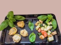 Tortellini con las verduras Foto de archivo libre de regalías