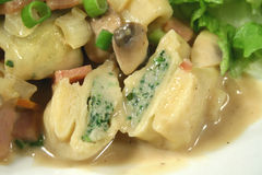 Tortellini da galinha e do espinafre Foto de Stock