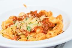 Tortellini del formaggio con salsa al pomodoro Fotografie Stock