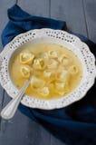 Tortellini en brodo Fotos de archivo libres de regalías