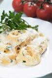 tortellini för ostpastasås Arkivfoton