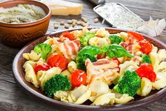 Tortellini with grilled cherry tomatoes, broccoli, red bell pepper, Stock Photography
