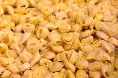 Tortellini, Italiaanse deegwaren stock foto