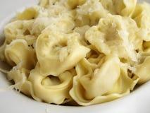 Tortellini met kaas Stock Fotografie