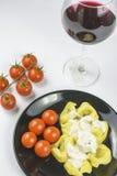 Tortellini met roomsaus en tomaat Royalty-vrije Stock Afbeeldingen