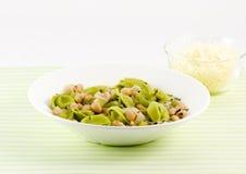 Tortellini und Bohnensuppe Lizenzfreie Stockfotos