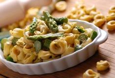 Tortellini z asparagusem Zdjęcie Stock
