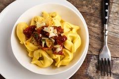 Tortelloni aglio e olio. Tortelloni aglio, olio e peperoncino Royalty Free Stock Photos