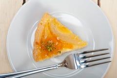 Torten-Nachtischkuchen mit 15342510 frischer Birnen Stockfotos