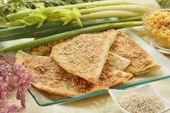 Tortiglia con la salsiccia ed il sesamo salato immagine stock libera da diritti