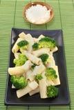 tortiglione σάλτσας τυριών μπρόκολ&omic στοκ εικόνες με δικαίωμα ελεύθερης χρήσης