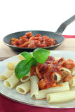 Tortiglione com molho de tomate Imagens de Stock Royalty Free