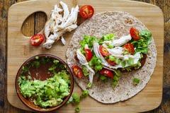 Tortilla κοτόπουλου και σαλάτας Στοκ Εικόνες
