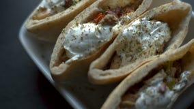 Tortilla που γεμίζεται με την ξινή κρέμα Βίντεο Fajita φιλμ μικρού μήκους