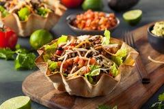 Салат тако в шаре Tortilla Стоковое Изображение RF