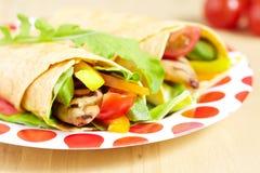Tortilla com galinha grelhada Imagens de Stock Royalty Free