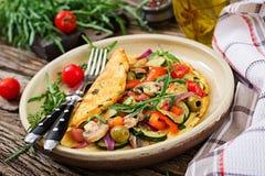 Tortilla con los tomates, el calabacín y las setas Imagen de archivo libre de regalías
