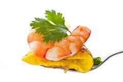 Tortilla de huevos con el camarón cocinado foto de archivo libre de regalías