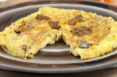 Tortilla de huevos con el eje de las trufas Foto de archivo