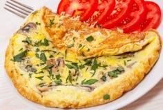 Tortilla de huevos con las setas y el queso Foto de archivo