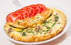 Tortilla de huevos con las setas y el queso Fotos de archivo libres de regalías