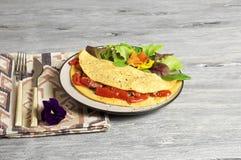 Tortilla de la espinaca y del tomate Fotografía de archivo