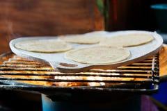 Tortilla de maíz fresca hecha a mano Imagenes de archivo