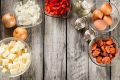 Tortilla de patatas Ingrédients pour préparer l'omelette espagnole Photo libre de droits