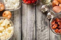 Tortilla de patatas Ingrédients pour préparer l'omelette espagnole Images libres de droits