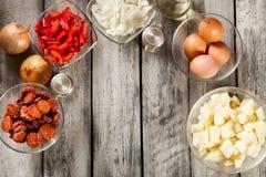 Tortilla de patatas Ingrédients pour préparer l'omelette espagnole Photographie stock libre de droits