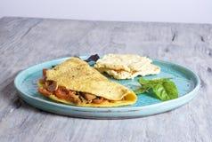 Tortilla del tomate y del atún Foto de archivo libre de regalías