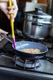 Tortilla en cacerola Imagen de archivo libre de regalías