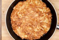 Tortilla en un sartén Fotografía de archivo libre de regalías