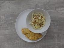 Tortilla española con una ensalada del hinojo imagen de archivo libre de regalías