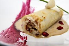 Tortilla gastronome avec la grenade photographie stock