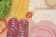 Tortilla i składniki dla jej mięsa, pomidory, ryż, kukurudza Fotografia Stock