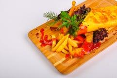 Tortilla med höna och pommes frites arkivbild