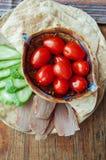 Tortilla med tonfisk och grönsaker Arkivfoton