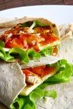 Tortilla met kaas en groene salade Royalty-vrije Stock Afbeelding