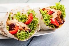 Tortilla met pasteivulling en bonen Stock Foto
